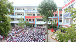 Sốc: Trường tiểu học ở Hà Nội lại bỏ quên học sinh trên xe đưa đón