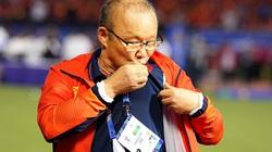 HLV Park Hang-seo làm điều bất ngờ với quốc kỳ Việt Nam