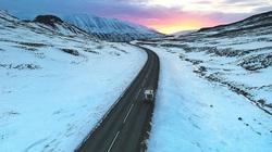 """""""Cô đơn trên con đường tuyết lúc bình minh"""" lọt tóp ảnh du lịch đẹp nhất thế giới năm 2020"""