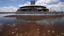 Cỏ dại, ngập lụt xung quanh sân bay bỏ hoang trị giá 13 tỷ USD ở Mexico