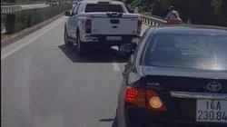 2 xe ô tô chèn, rượt đuổi nhau trên cầu Bãi Cháy như trong phim