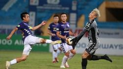 Thủ môn Bùi Tiến Dũng vào lưới nhặt bóng 5 lần, HLV Hàn Quốc nói gì?