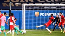"""Clip: Messi lập siêu phẩm, HLV Koeman tỏ thái độ """"không cảm xúc"""""""