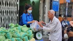TP.HCM: Người dân hào hứng đổi rác thải nhựa lấy… gạo