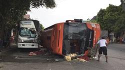 Ninh Bình: TNGT làm xe khách lật ngang đường, 1 phụ nữ tử vong