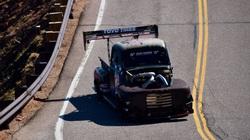 Xe tải chạy dầu diesel công sất khủng phá kỷ lục leo đồi