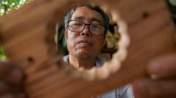 Bàn tay điêu luyện của người đàn ông 40 năm làm khuôn bánh Trung thu