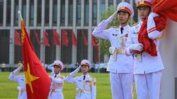 Người dân háo hức xem lễ thượng cờ kỷ niệm 75 năm ngày Quốc khánh 2/9
