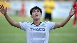 """Ngôi sao ĐT Việt Nam tiết lộ về việc """"dành cả thanh xuân để trụ hạng"""""""