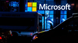 """Microsoft """"không phải dạng vừa"""" trong ngành trò chơi điện tử đối thủ là Sony"""