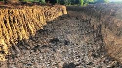 """""""Náo loạn"""" khai thác đất trái phép ở Bình Định: Báo cáo """"bỏ quên"""" trách nhiệm chính quyền!"""
