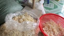 Lời khai bất ngờ của người phụ nữ 8X gom gần 4 tạ bao cao su đã sử dụng về tái chế ở phòng trọ