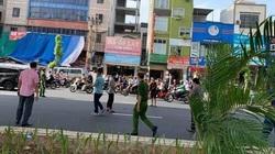 Đập phá xe máy sau khi gây tai nạn cho bà bầu, nhóm thanh niên bị công an bắt đi dựng lại hiện trường