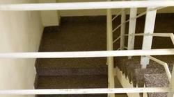 Tin tức 24h qua: Chơi ở hành lang chung cư, bé 20 tháng tuổi rơi khỏi lan can tầng 3