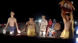 Hải Dương: Xác minh, xử lý nhóm múa lân, chặn đầu ô tô để xin tiền trên cầu Mây
