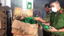 Bắt giữ gần 10 tấn nguyên liệu trà sữa không rõ nguồn gốc trong kho hàng Hà Nội