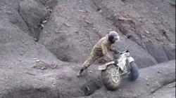 Video: Chiếc xe quân sự Nga phô diễn sự lợi hại kinh ngạc
