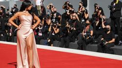 Bạn gái Ronaldo khoe dáng nuột nà ở thảm đỏ Liên hoan phim Venice