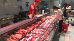 Mặc giá lợn hơi giảm sâu, người dân vẫn phải mua thịt lợn giá cao