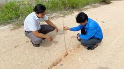 Quảng Ngãi: Vết nứt toác của hồ chứa gần 1 triệu m3 nước sâu hơn nhận định, huyện báo cáo gấp