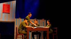"""Nhà hát Tuổi trẻ đỏ đèn với hai vở diễn mới """"Bộ cảnh phục"""" và """"Trại hoa vàng"""""""