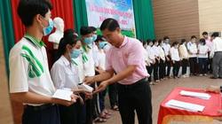 Trao 600 triệu đồng học bổng nhân thiện cho HSSV tại Bến Tre