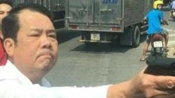 Bắt khẩn cấp Giám đốc rút súng dọa bắn người đi đường