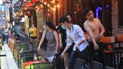 TP.HCM: Vừa dỡ cách ly, vũ trường, quán bar dọn dẹp, lên đèn chuẩn bị đón khách