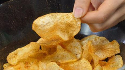 Tự làm khoai tây chiên giòn rụm, thơm phức mà giá rẻ bất ngờ