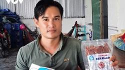 """Cà Mau: Chàng thạc sỹ bỏ về quê nuôi tôm, bất ngờ làm ra món lạ miệng """"Tôm thẻ xẻ khô"""", bán 1 triệu/ký"""