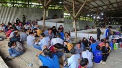 Công an Cần Thơ bắt quả tang hàng trăm đối tượng tụ tập đá gà, lắc tài xỉu ăn tiền tại kho gạo bỏ hoang