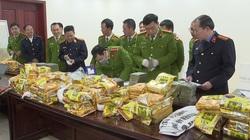 Clip: Cận cảnh hàng trăm bánh heroin xếp kín mặt bàn trong vụ nổ súng bắt đối tượng vận chuyển ma túy tại Nghệ An