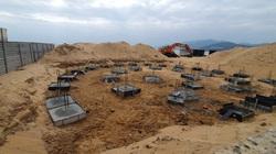 Tháo dỡ 65 trụ móng bê tông xây dựng không phép trên bãi biển Quy Nhơn