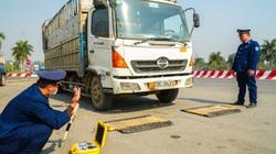 Phạt hành chính hơn 200 triệu với 4 phương tiện quá tải trọng trên địa bàn cầu Thăng Long