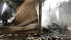 Chủ đại lý gào khóc bên hàng trăm xe máy bị cháy rụi, ước tính thiệt hại nhiều tỷ đồng