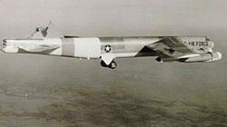 Chuyện hy hữu: Máy bay ném bom B-52H hạ cánh theo kiểu khó tin