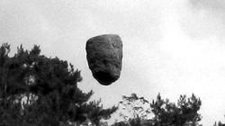 """Phát hiện """"tảng đá bay"""" tại Trung Quốc: Khoa học bó tay?"""