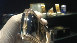 Cận cảnh chiếc điện thoại Vertu độ vàng, kim cương đỉnh cao