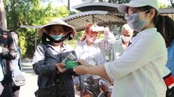 FE CREDIT tặng gần 1.000 vé xe cho người lao động khó khăn về quê ăn tết từ 12/1