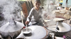 Bánh tráng Túy Loan hoạt động hết công suất dịp Tết vẫn cháy hàng