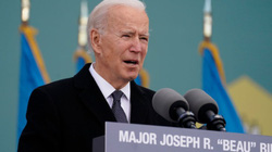 Ông Biden bịn rịn chia tay quê nhà để tới Washington nhậm chức