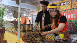TP.HCM: Hội chợ Tết mở sớm, đặc sản độc, lạ 3 miền ùn ùn đổ về