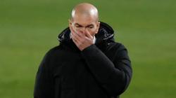 """Đang """"dầu sôi lửa bỏng"""", HLV Zidane lại gặp đại họa"""