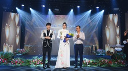 Trang Trần nói gì khi nhận giải thưởng Chim Én 2020 vinh danh tấm lòng thiện nguyện?