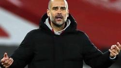 Man City lên đỉnh Premier League, HLV Guardiola khen ngợi 1 người