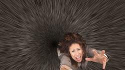 Điều gì sẽ xảy ra nếu bạn rơi vào hố đen?