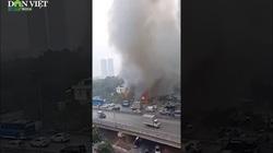 Clip: Cháy lớn ở chợ Xanh Linh Đàm, hàng trăm tiểu thương hoảng loạn tháo chạy