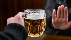 Nghiêm cấm uống rượu bia trước và trong giờ làm việc, nghỉ giữa giờ: Trước mắt sẽ xử lý theo Luật Công chức, Viên chức?