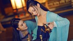 Vị Thái hậu Trung Hoa cùng con dâu làm kỹ nữ, khách vô nườm nượp