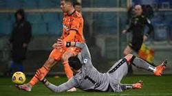 Không ghi bàn, Ronaldo vẫn giúp Juve vào top 3 Serie A